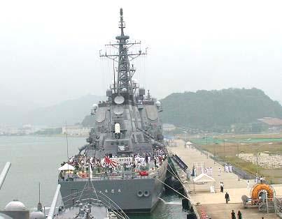 2007年度、舞鶴地方隊展示訓練「北吸桟橋に碇泊する『みょうこう』を『はるな』より撮影」