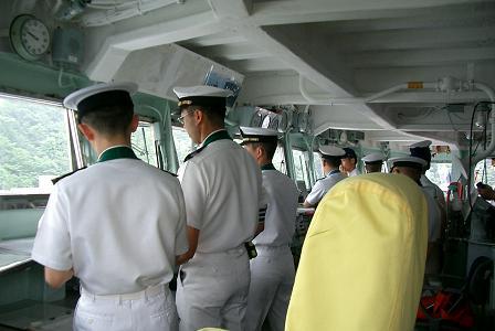 2007年度、舞鶴地方隊展示訓練「出航前の『はるな』艦橋」