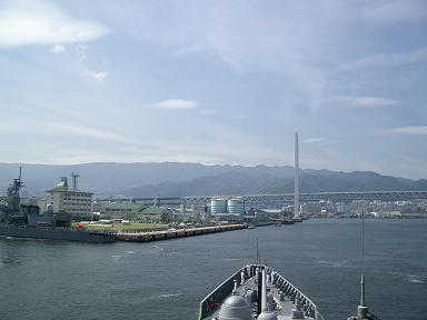 橋と基地と護衛艦