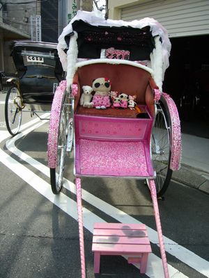 ロリータ人力車でパチリ