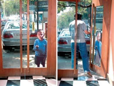 子供がドアに。。