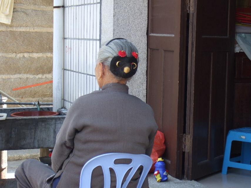 082崇武古城おばあさん髪飾り