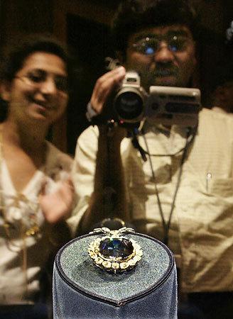 呪いのホープダイヤは、ルイ14世のブルーダイヤモンドだった? by 時事