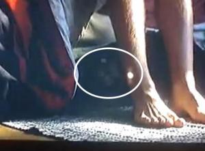 YouTubeより、「映画『ふたりにクギづけ』ベッドの下に幽霊…?」