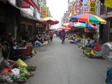 牡丹市場横の問屋街1