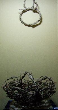 蔓の籠とリース