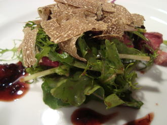 鹿のタタキと秋トリュフのサラダ