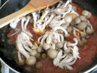 シメジのトマトパスタ3