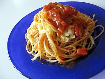 チーズとガーリックのトマトパスタ6