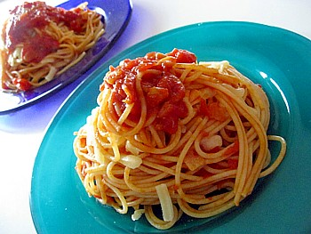 チーズとガーリックのトマトパスタ8