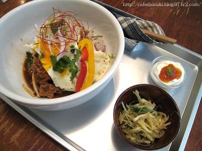 BOWLS cafe◇本日のどんぶり(豚肉とれんこんの甜麺醤炒めどんぶり)