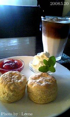 CAFE FORUM◇スコーン&カフェオレ