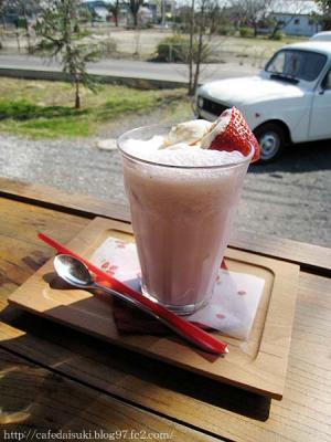 ヒノデカニ商店&蟹三カフェ◇いちごミルク