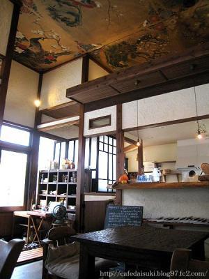 野菜cafe 廻◇店内(天井に絵が描かれています)