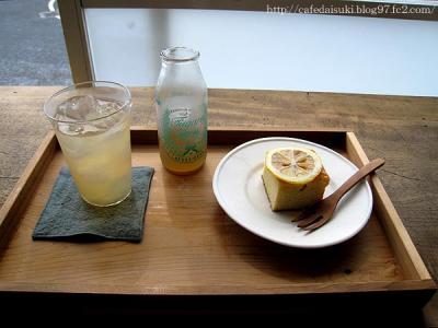 食堂みなと◇レモンのケーキ&りんごジュース