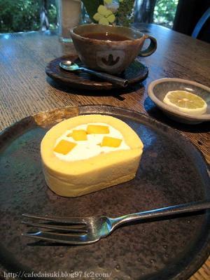 cafe&gallery 温々◇完熟マンゴーのロールケーキ