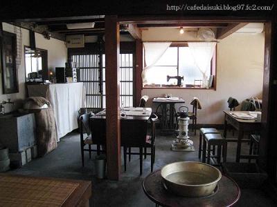 omoya cafe&lunch◇店内(土間のテーブル席)