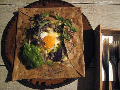 sovasova◇山の恵み4種類のキノコ達のジンワリとした味わいと自家製バジルソースの爽やかさが出会った一皿