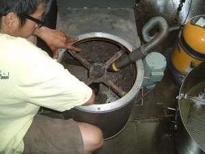 焙煎機の清掃1