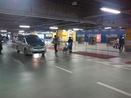 1 090718 ikea parking