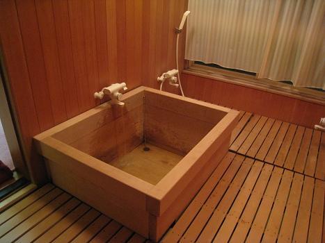 貴賓室の檜風呂