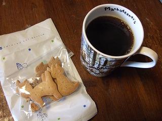 猫ビスケットとコーヒー