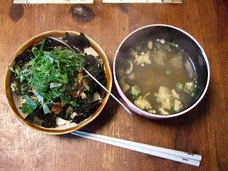 マグロ丼&もずくスープ