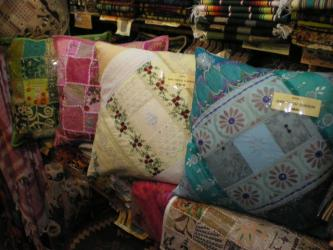 ZARI CUSHION
