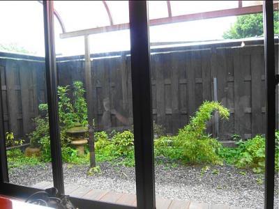 08-8-17 店内窓