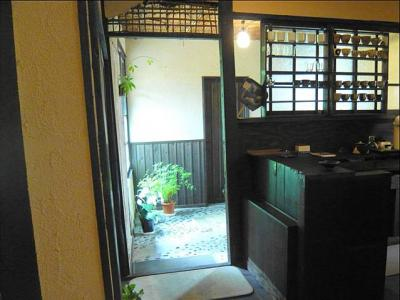 08-8-29  店内入り口