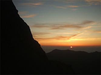 槍ヶ岳テンバからの日の出