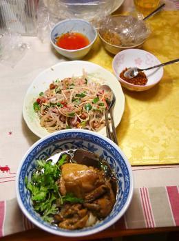 080911_Noodles_NAM_salad.jpg