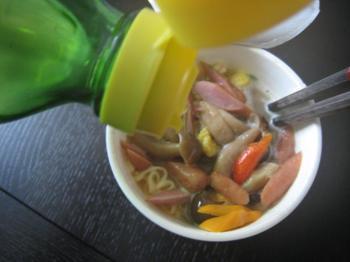 080928_Cup Noodle VS Dorset Naga  Habanero-4