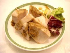 蒸し鶏の胡麻ソースサラダ仕立て