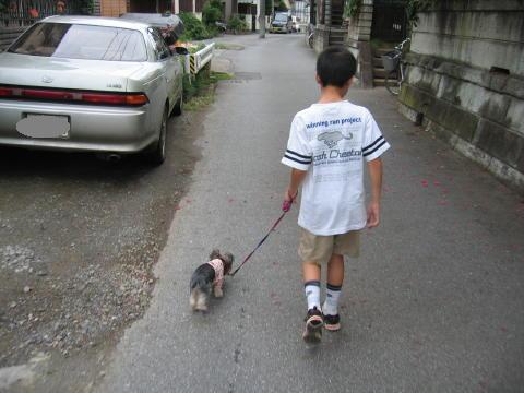 お兄ちゃんとお散歩でしゅ♪