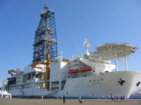 海底深部探査船「ちきゅう」でーーす。