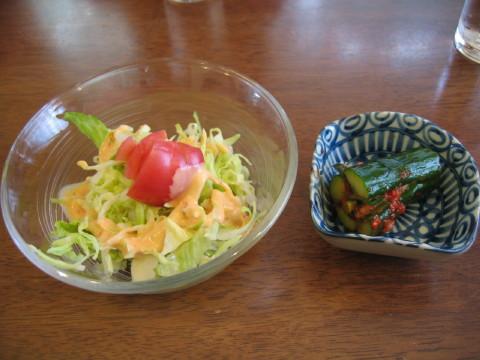 サラダとキムチ~。