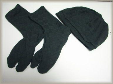 黒い足袋と帽子