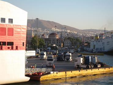 ピレウス港に別れをつげる