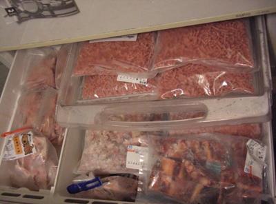 冷凍庫上段の生肉類