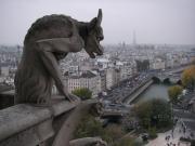 パリを見下ろすガーゴイル