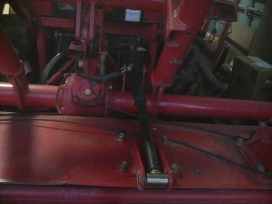 トラクター84