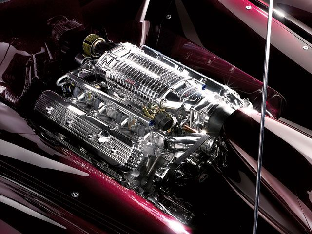 hrdp_0603_hold_15_z+holden_concept_car+engine.jpg