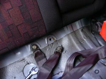 純正シートベルトのボルトを使用
