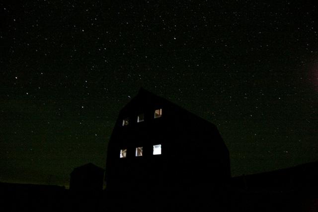 小屋と星空