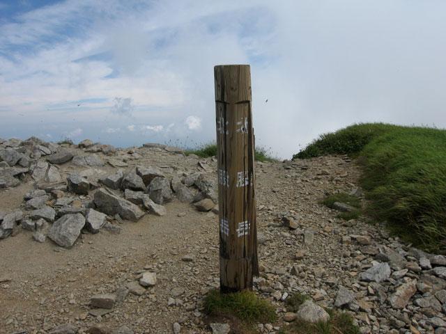北股岳の山頂