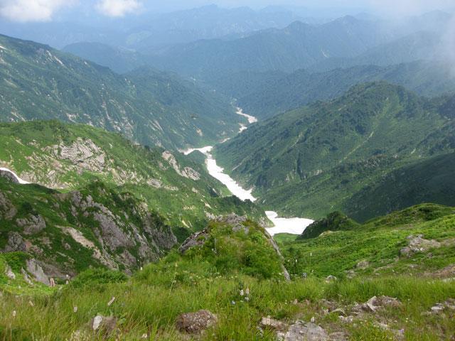北股岳から見る雪渓