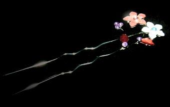 空に咲く花/黒背景/kanzashi02-1