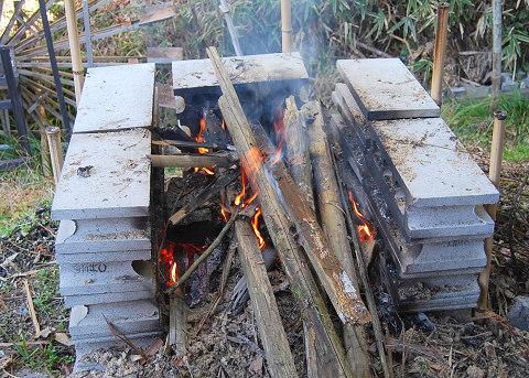 たき火で片づけ