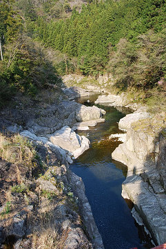 下流の渓谷
